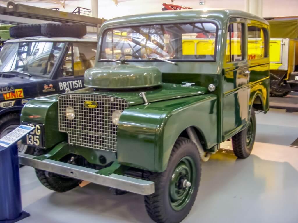 Illustratie: onscherpe foto van een Land Rover Tickford.