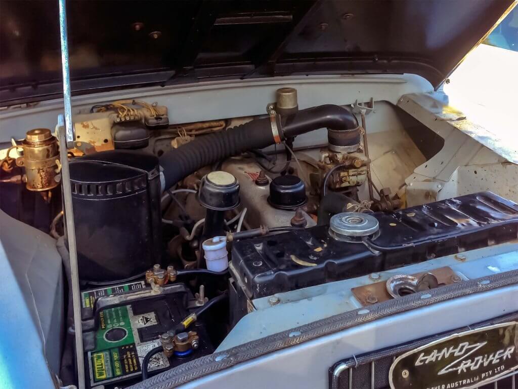 Illustratie: foto van de motor van de Land Rover Series 2 lwb truck.